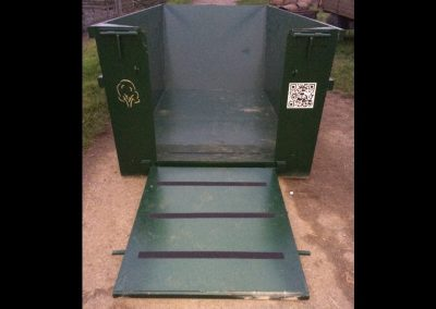 Easy access ramp to the muck heap container